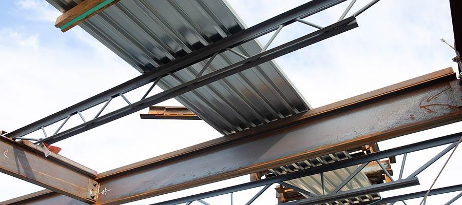B roof deck on standard steel joists